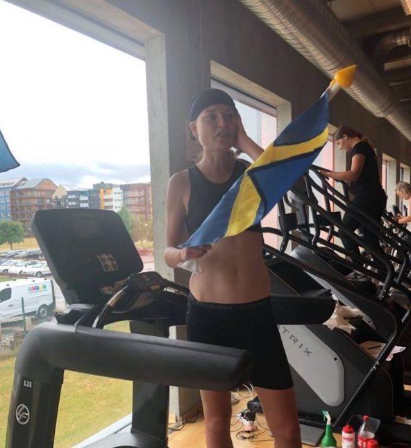 Lisa springer vidare som världsrekordsinnehavare